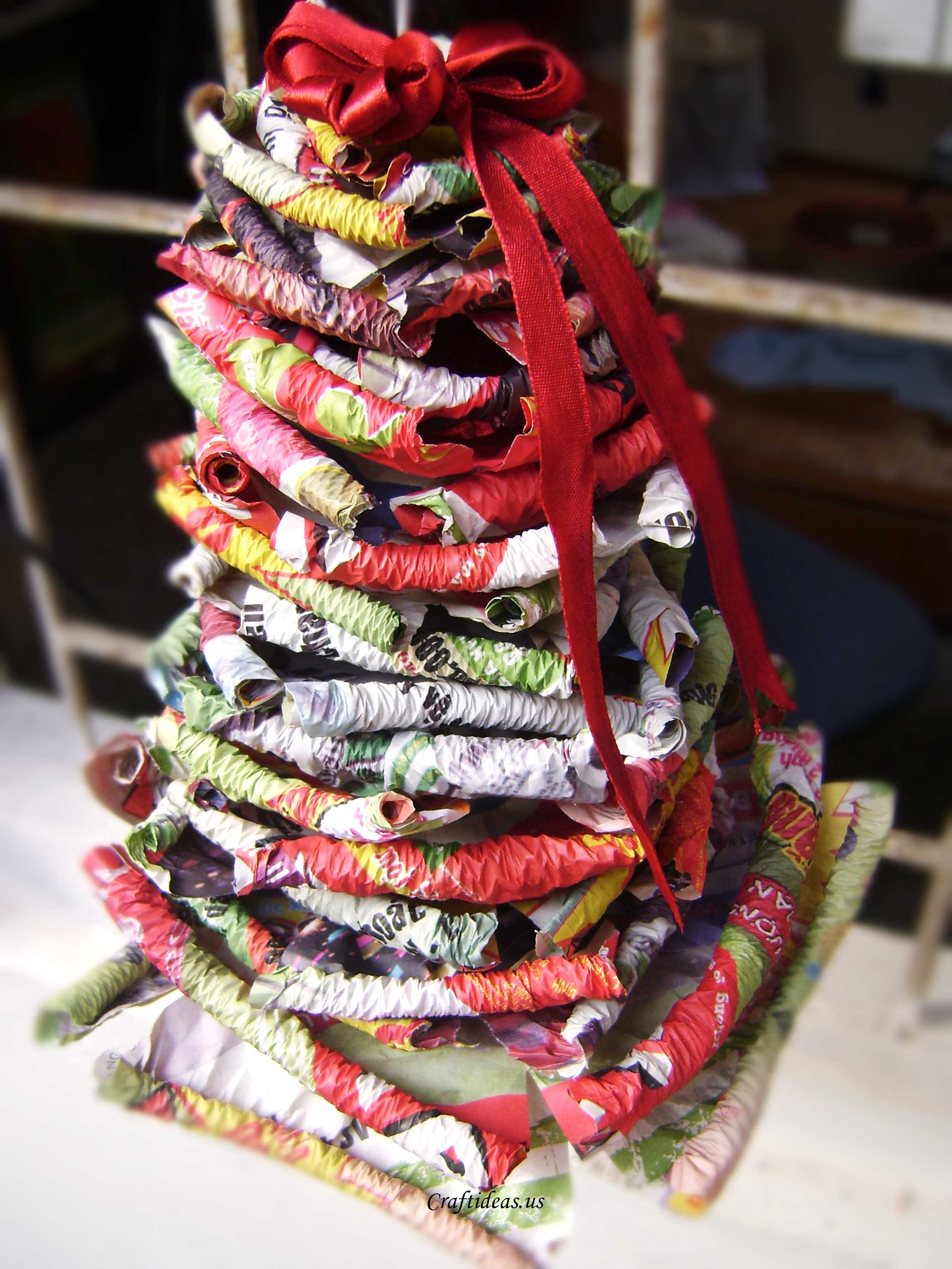 Christmas crafts paper christmas tree craft ideas for How to make recycled paper crafts