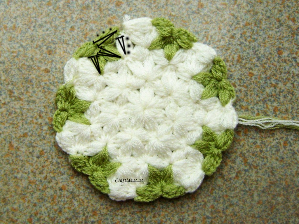 Crochet Jasmine Stitch In The Round : Crochet next cluster stitch with (Chain 3, 2dc in the cluster stitch ...