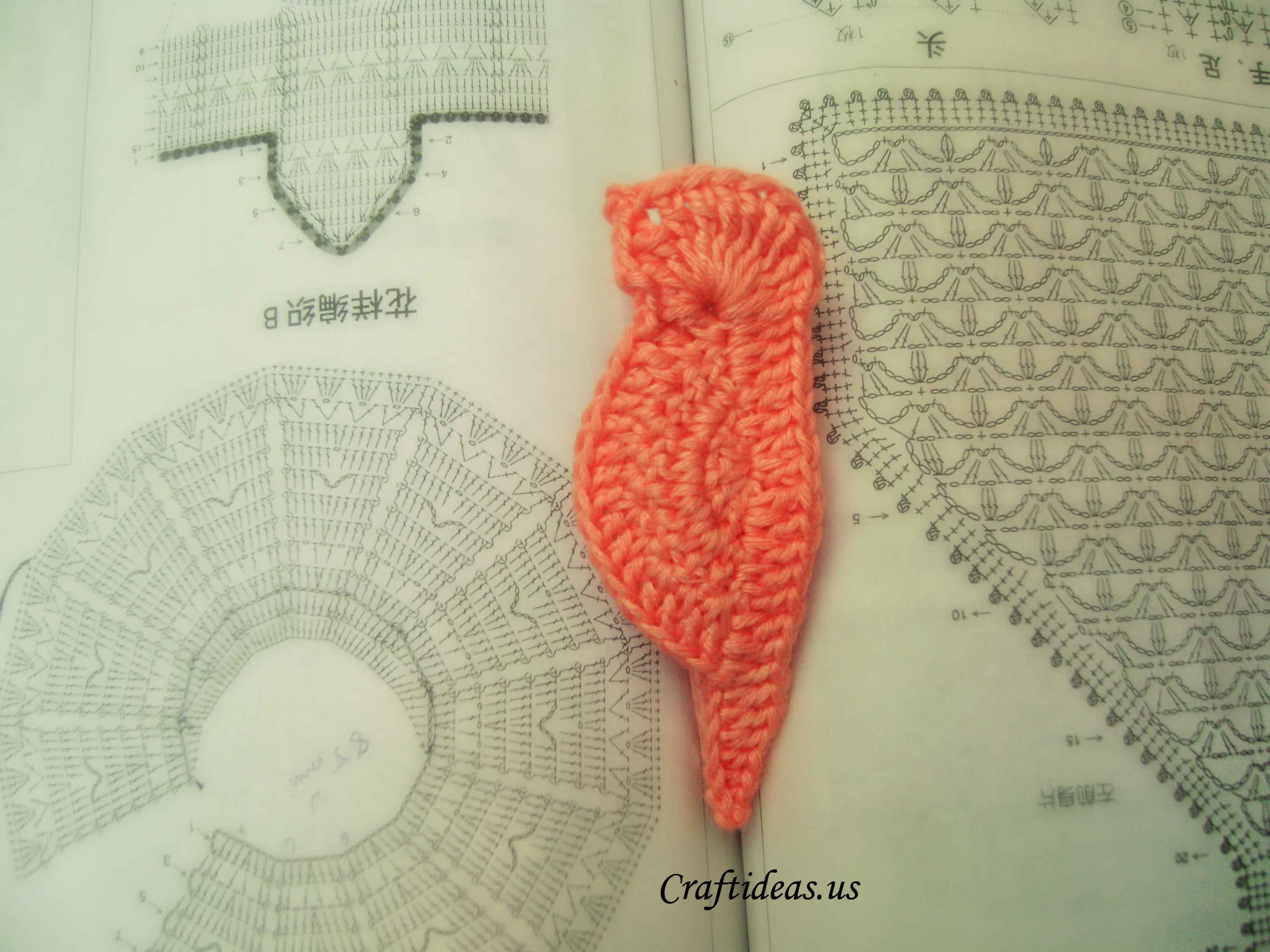 Crochet applique patterns: mini bird - Craft Ideas