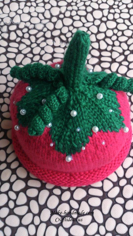 knitting strawberry hat for little kids
