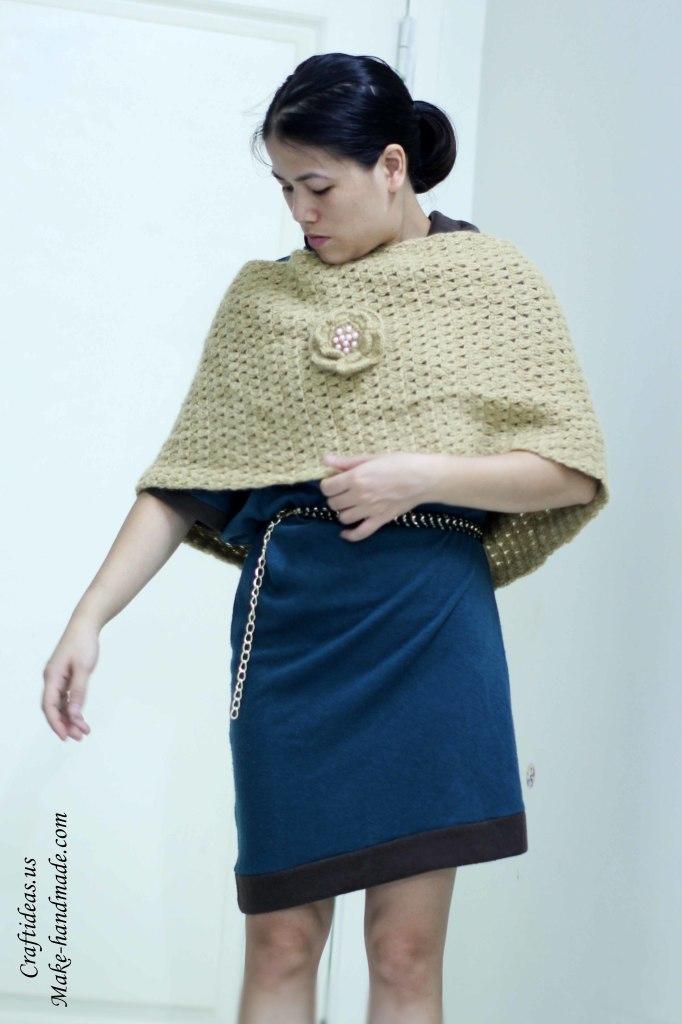 Crochet beauty cowl scarf for women