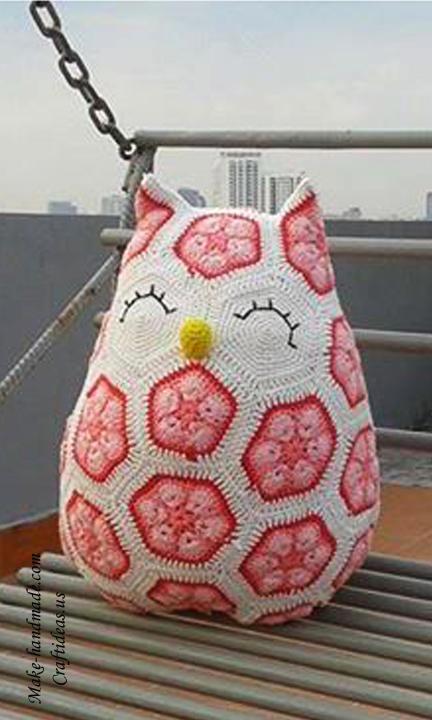 Crochet owl of african hexagone