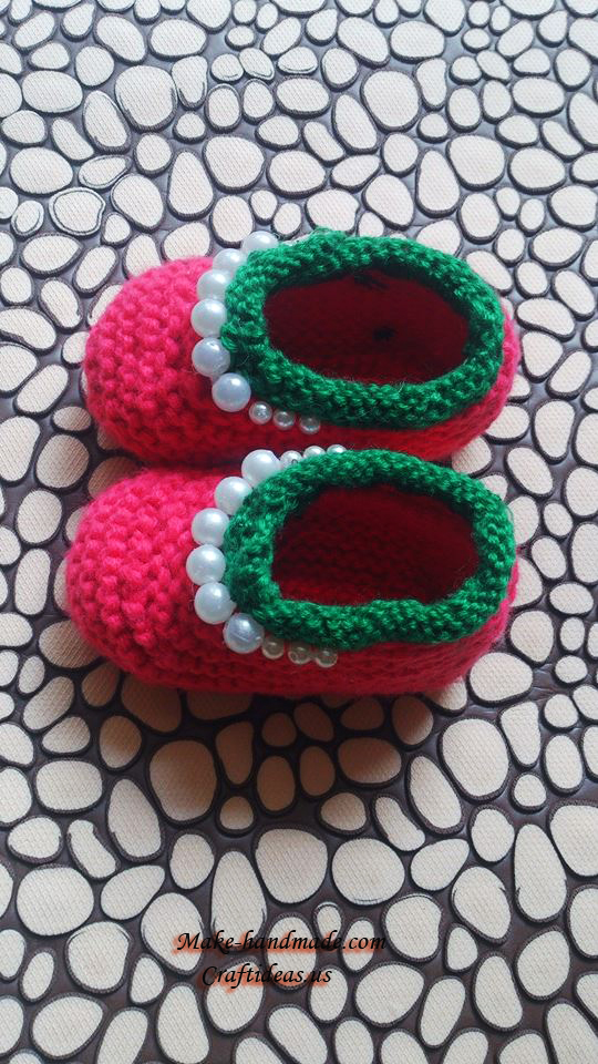 Knitting strawberry baby booties