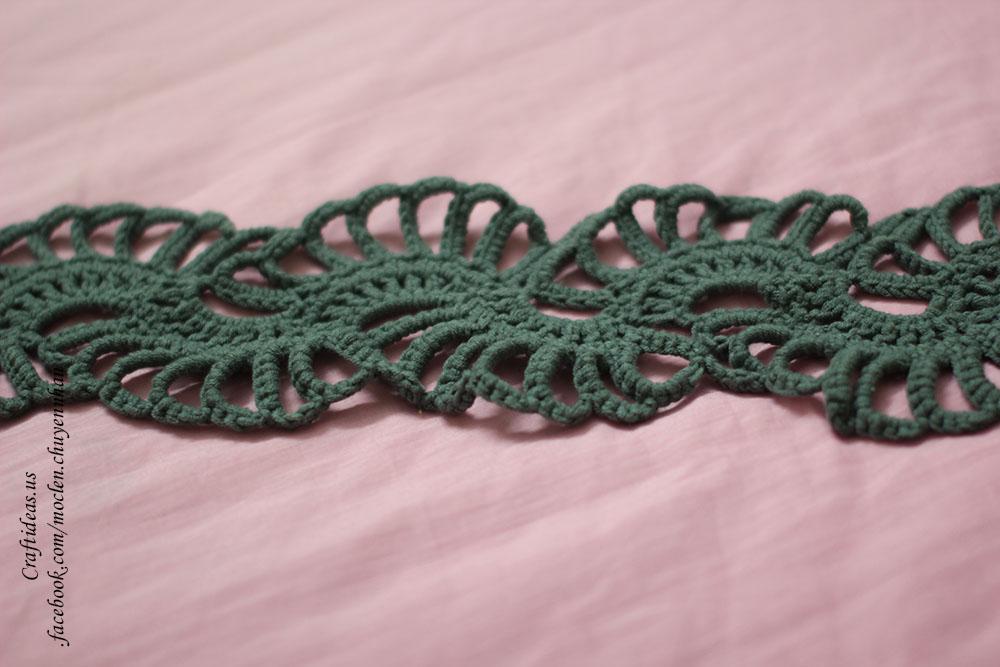 Crochet cute strip scarf