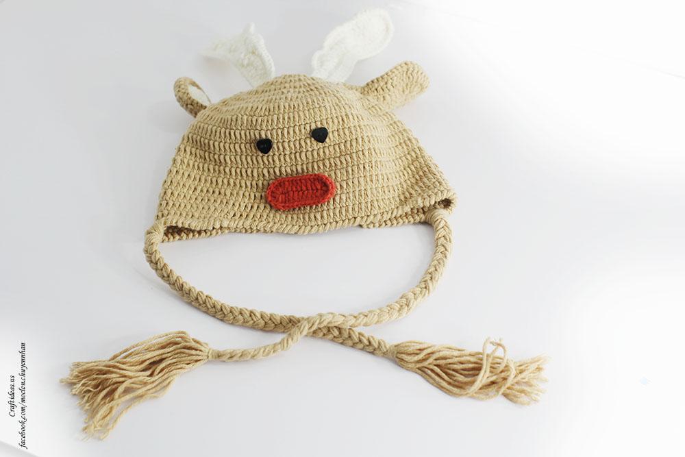 Crochet reindeer hat for Christmas day