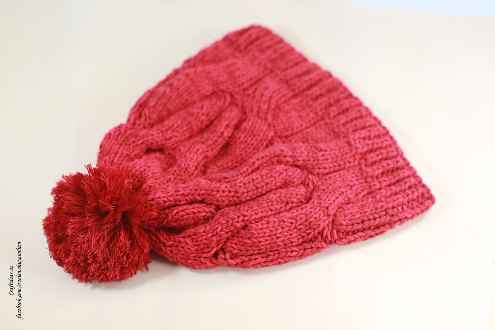 Knitting red cabble hat
