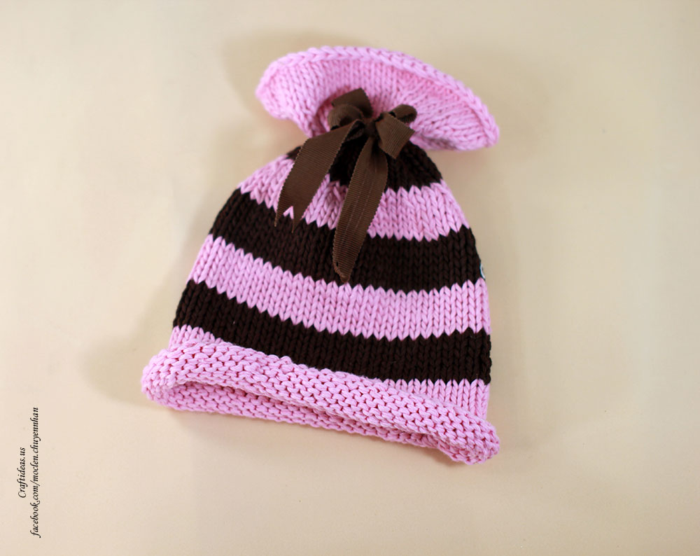 Knitting stripes hat for little kids