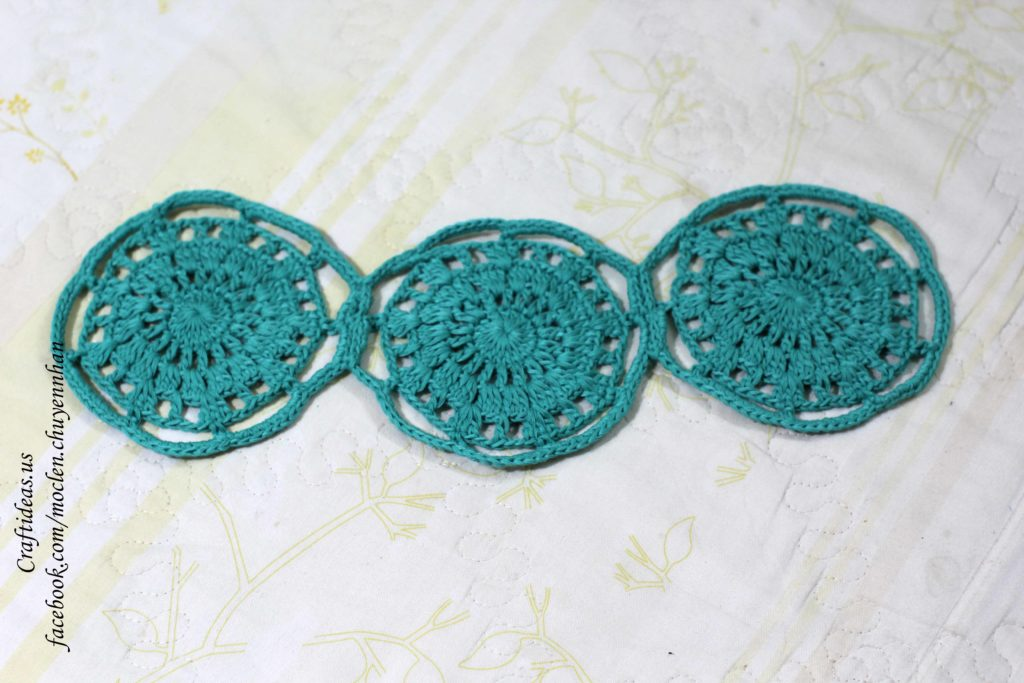 Crochet 3 circle flowers for shorts