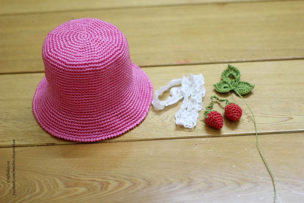 Crochet baby hat for summer