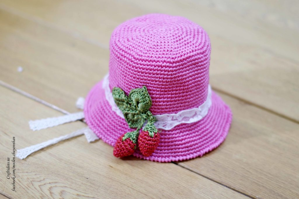 Crochet cute strawberry hat for little girl