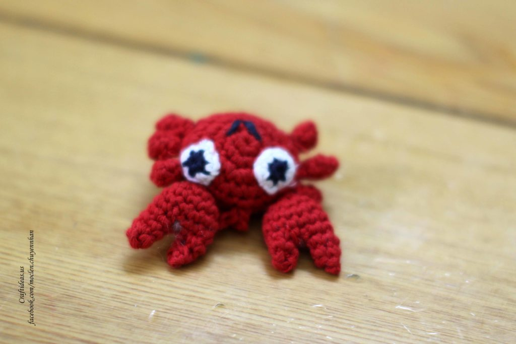 Crochet mini crab for key chain