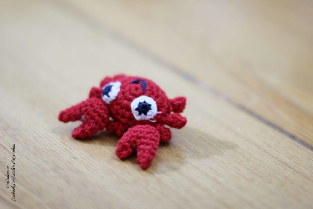Crochet mini crab for key chain for gifts